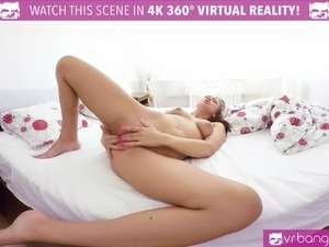 Lexi Dona Fingering Her Way to the Cum
