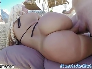Bigbooty amateur sucks and fucks huge cock