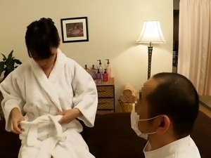 Japanese masseur gets pussy in return for his services