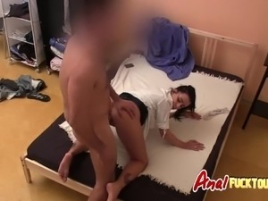 Onion booty girl gets amateur anal sex