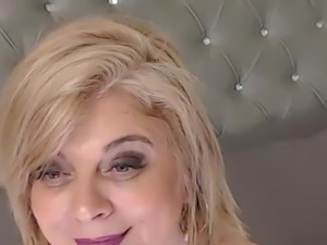 Blonde mature in cam.