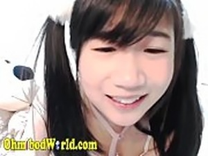 Sexy Chinese Teem Moaning and Masturbating on Cam