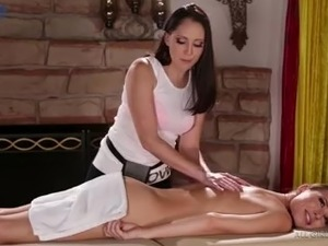 Incredibly appetizing masseuse Aidra Fox is actually ready for lesbian sex