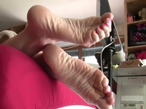 Big Scrunched Soles In Your Face!