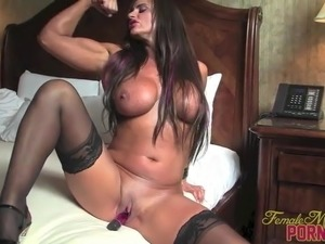 Female Bodybuilder Porn Star Closeup Clit Masturbation