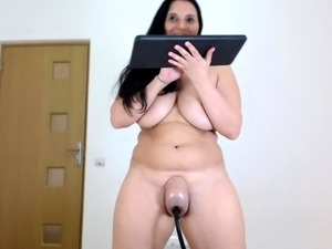 Seductive webcam milf with big natural boobs pumps her pussy