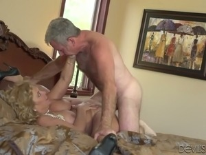 Horny mature lady Karen Summer gets banged by aged jerk Jay Crew