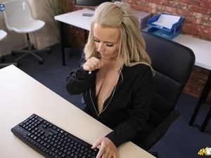 Saggy big boobies are flashed by naughty blonde secretary Lizzie