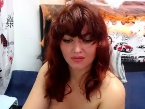 Amateur French webcam slut anal fucks herself with toys