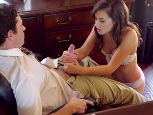 Ardent naughty secretary Gia Paige wanna be fucked mish on the table