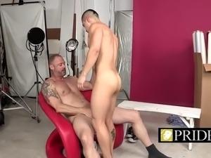 Older stud makes twink sucks his mighty cock