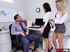 Office boss railing his secretaries horny pussies
